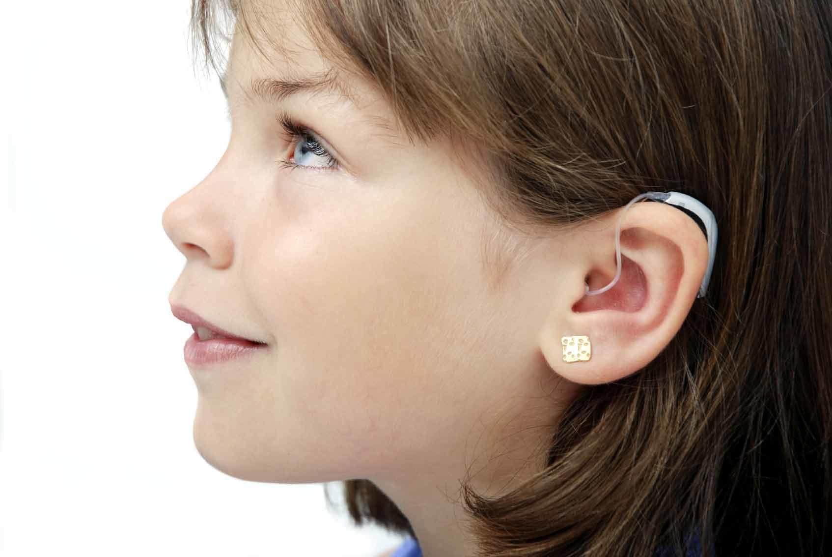 Как приучить ребенка к ношению слухового аппарата